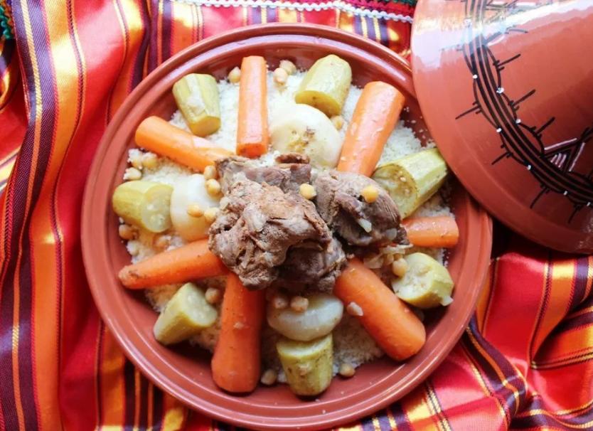 الكسكس أشهر الأطباق الجزائريه